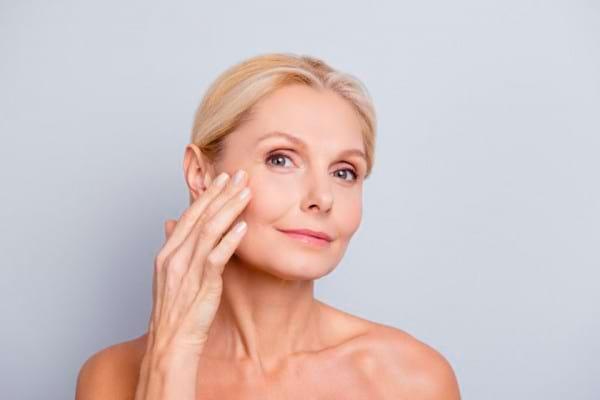 6 mituri DEMONTATE despre riduri și îmbătrânirea pielii