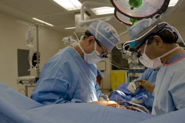 Cand se recomanda un bypass coronarian si ce presupune interventia