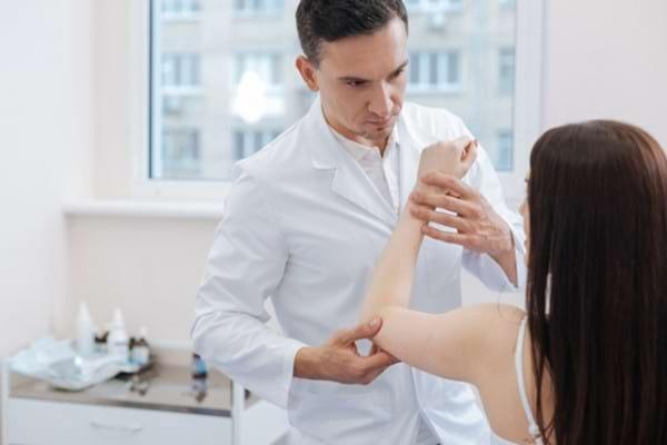 Poti mosteni artrita reumatoida? Afla daca este sau nu EREDITARA