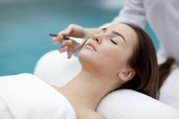 Pregătirea pielii pentru sezonul cald: tratamente, terapii și protecție solară
