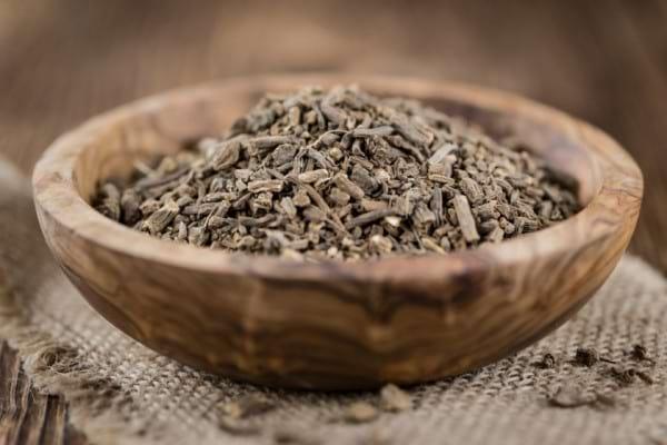 Valeriana si tensiunea arteriala: cum te ajuta remediile din aceasta planta