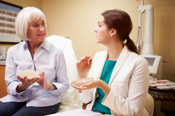Reconstructia mamara: intre beneficii si riscuri