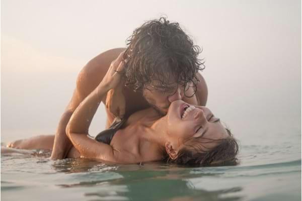 Sexul in apa marii si in piscina: la ce riscuri te expui