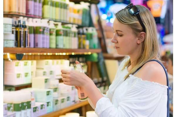 Stiai ca folosesti peste 500 de substante chimice zilnic pe pielea ta?