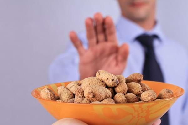 Sunteti alergic la arahide? Puteti consuma alte fructe cu coaja tare!