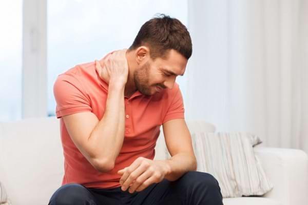 Torticolis: cauze, simptome și tratament