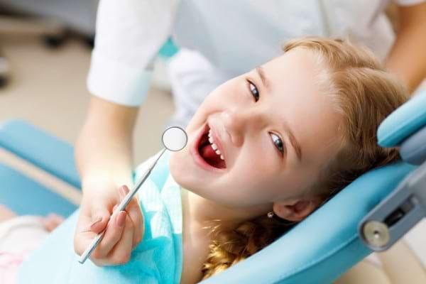 Tratamentul endodontic la copii: de ce salvăm dinții de lapte