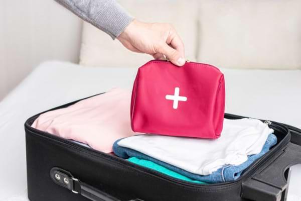 Trusa de medicamente pentru vacanta: ce sa NU iti lipseasca din bagaj