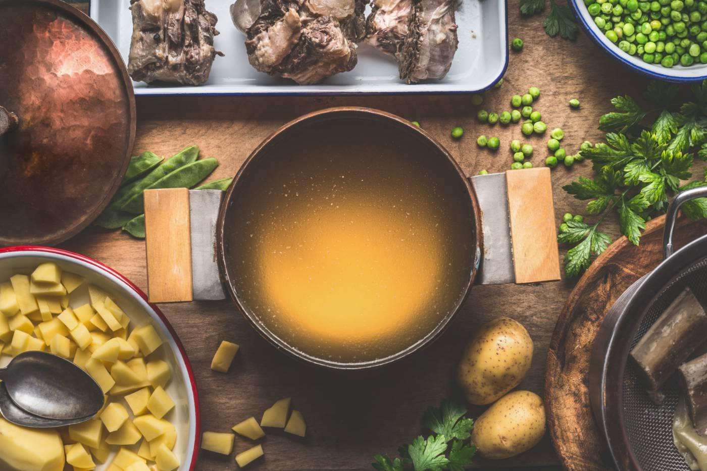 Supa de oase, ideală pentru colita ulcerativă