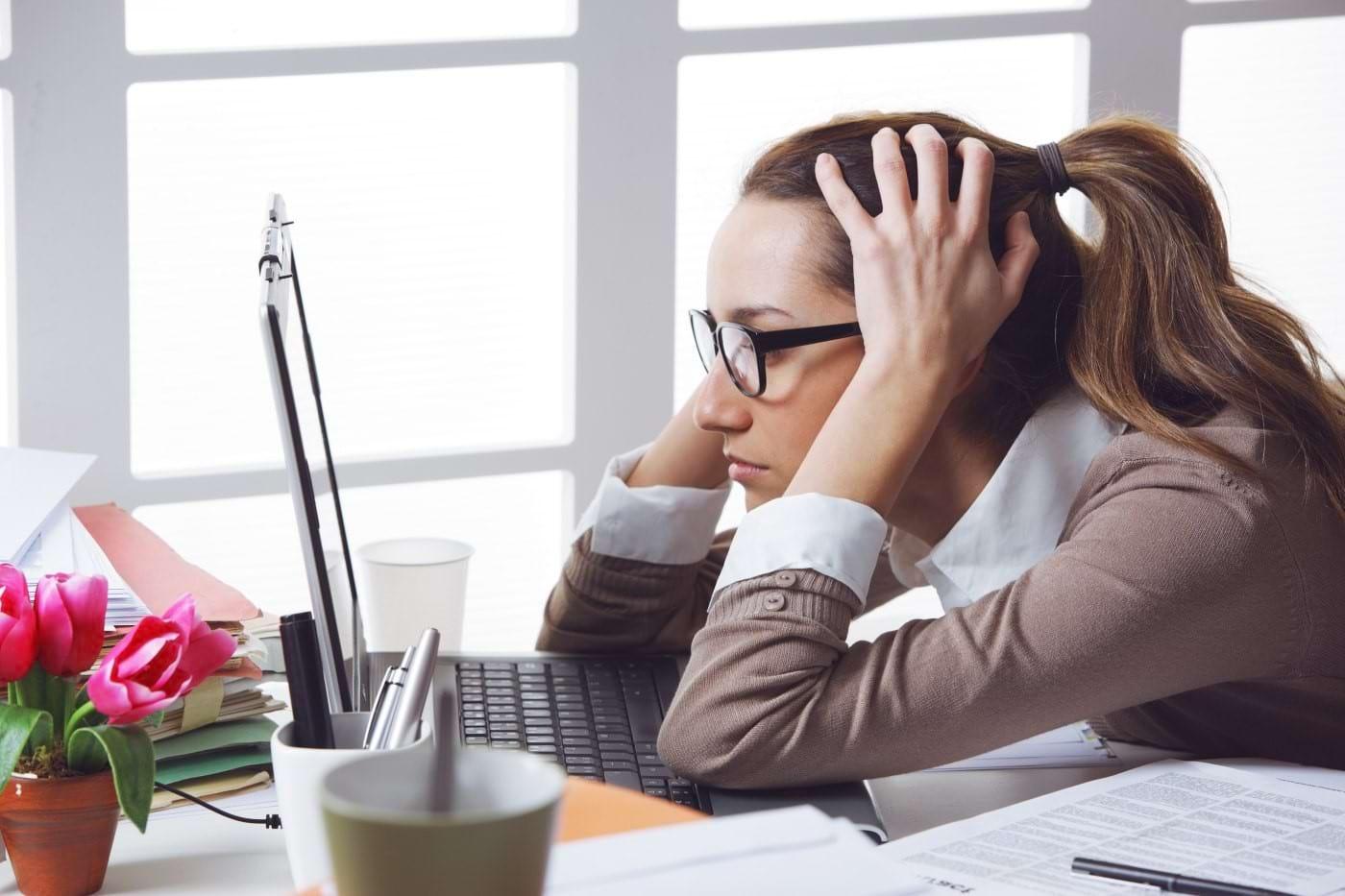 Înapoi la birou: cum faci față lipsei de motivație și de concentrare de după concediu