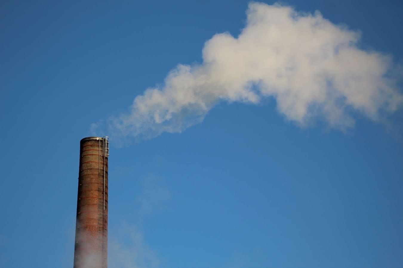 Poluarea aerului: risc de schizofrenie și de osteoporoză [studiu]