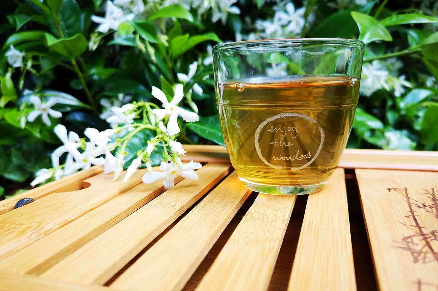 Cei care beau ceai trăiesc mai mult și sunt mai sănătoși [studiu]