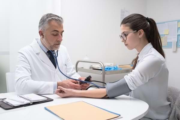 Simptome și diagnostic în hipertensiune