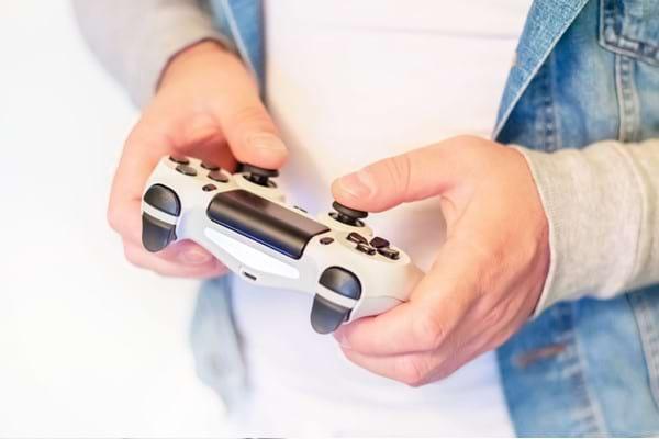 Dependența de internet și jocuri
