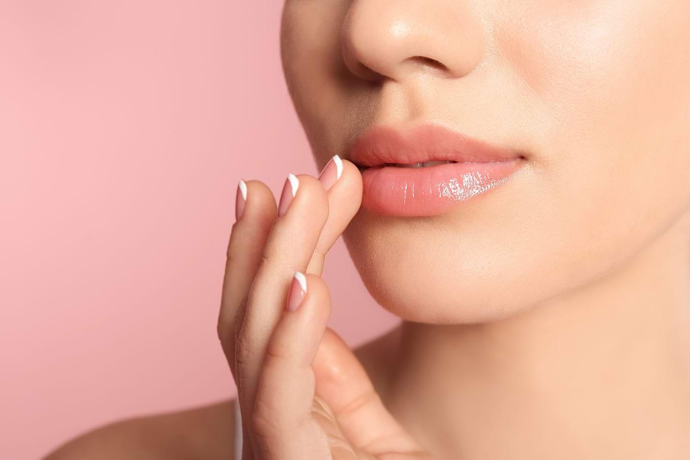 Soluții naturale pentru tratarea buzelor crăpate