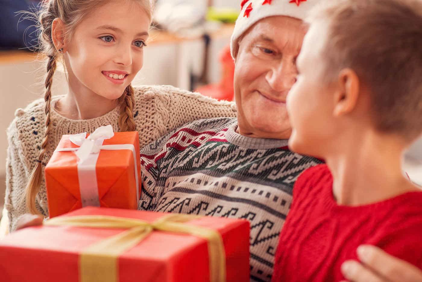 Cum îi convingi pe bunici să nu-și răsfețe nepoții de Sărbători