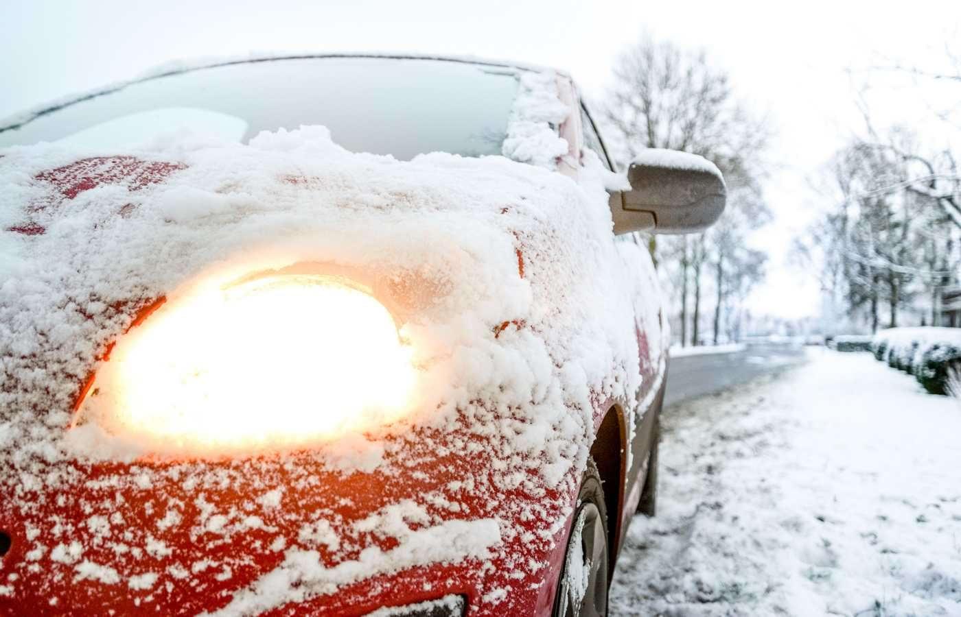 7 obiecte pe care e bine să le ții în mașină iarna