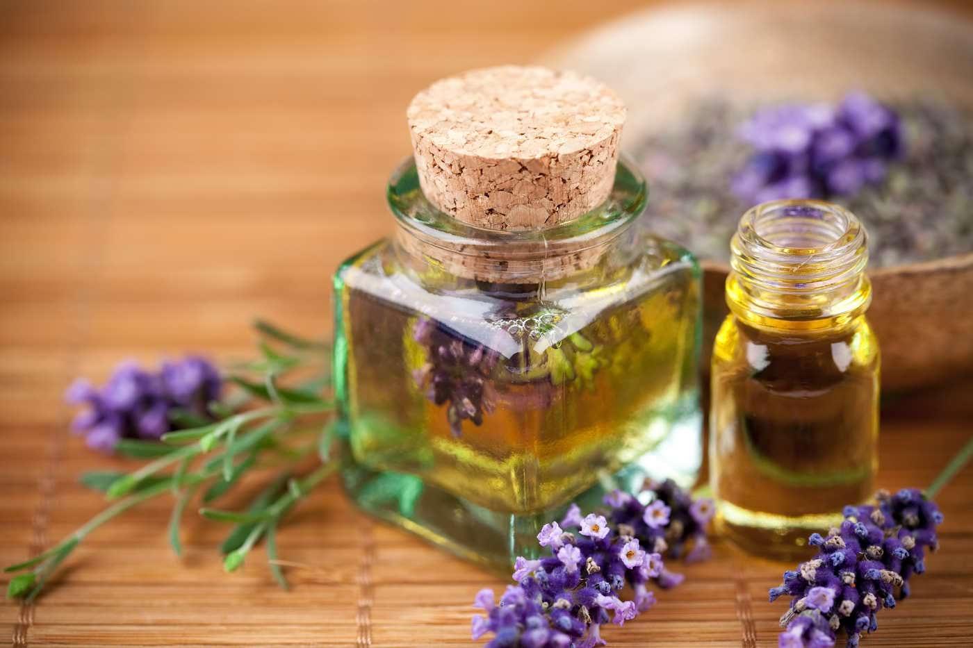Ce uleiuri poți să folosești acasă pentru masaj și hidratare