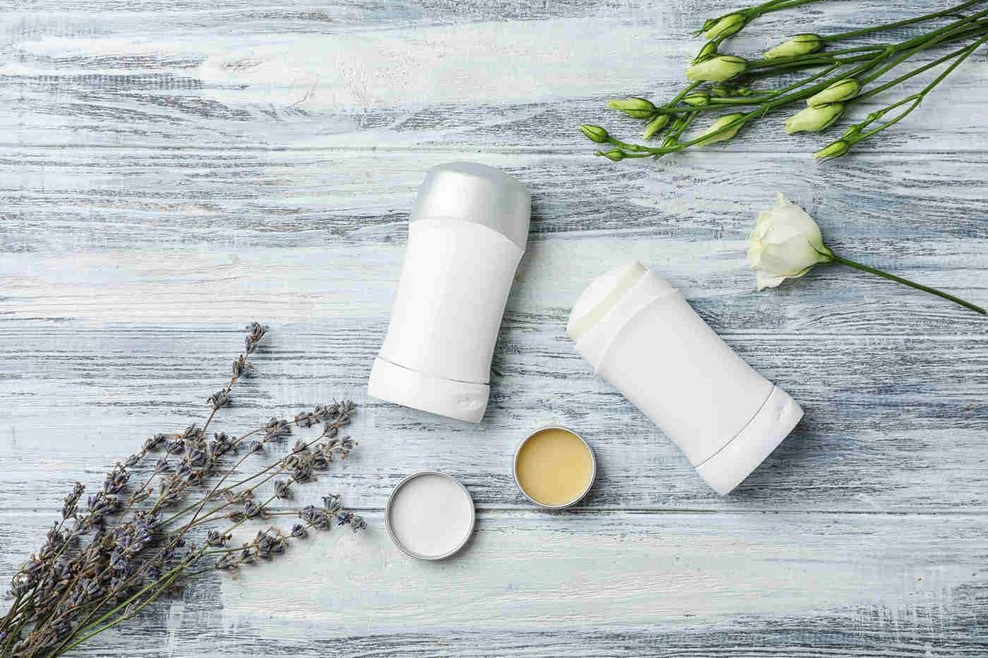Deodorantul natural: ce ingrediente au efect antiperspirant