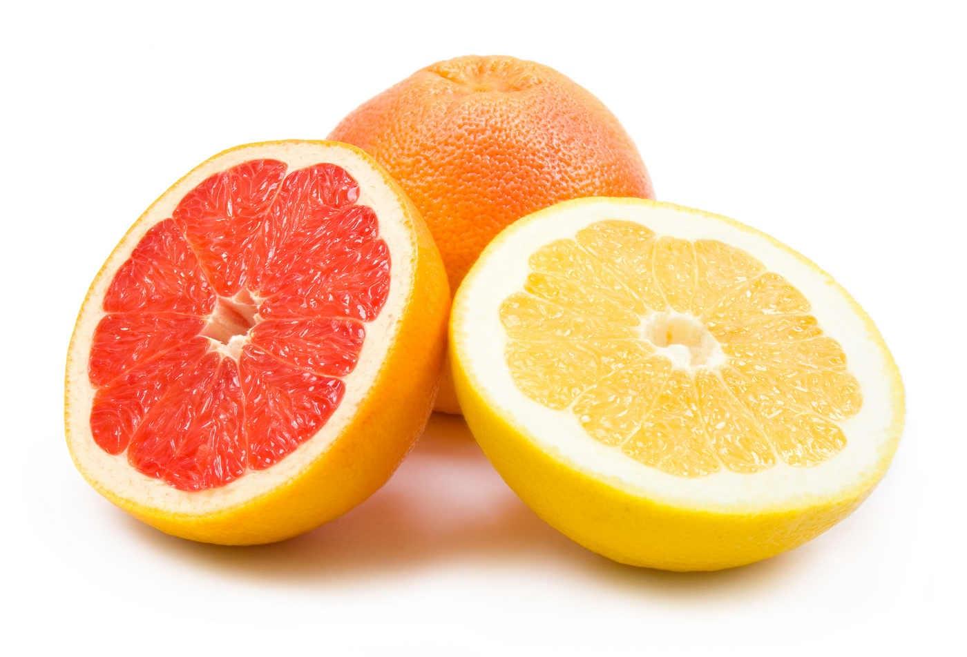 Grepfrutul alb și roșu: beneficii, diferențe și contraindicații