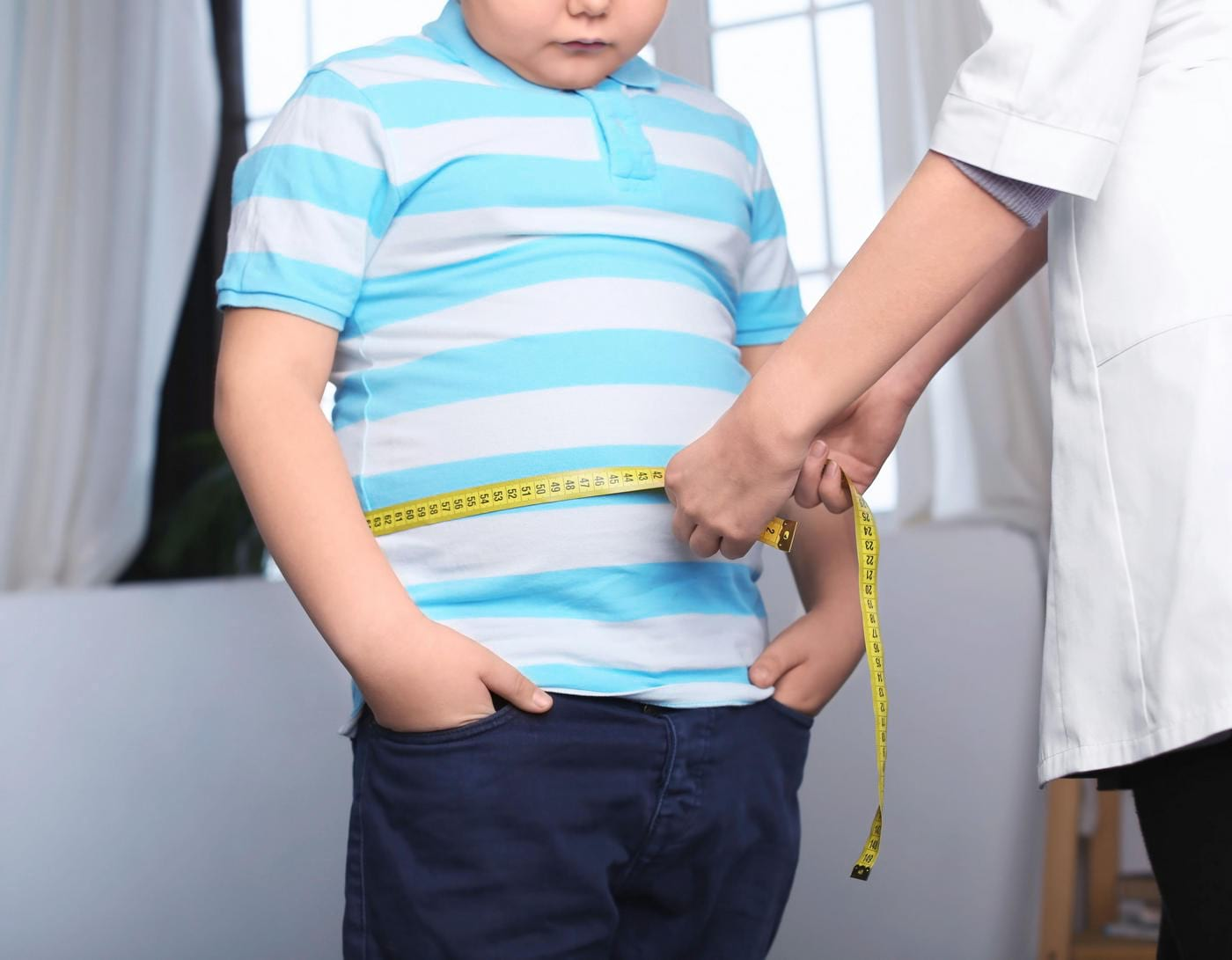 Expunerea la substanțe chimice din materialele plastice duce la obezitate în copilărie [studiu]