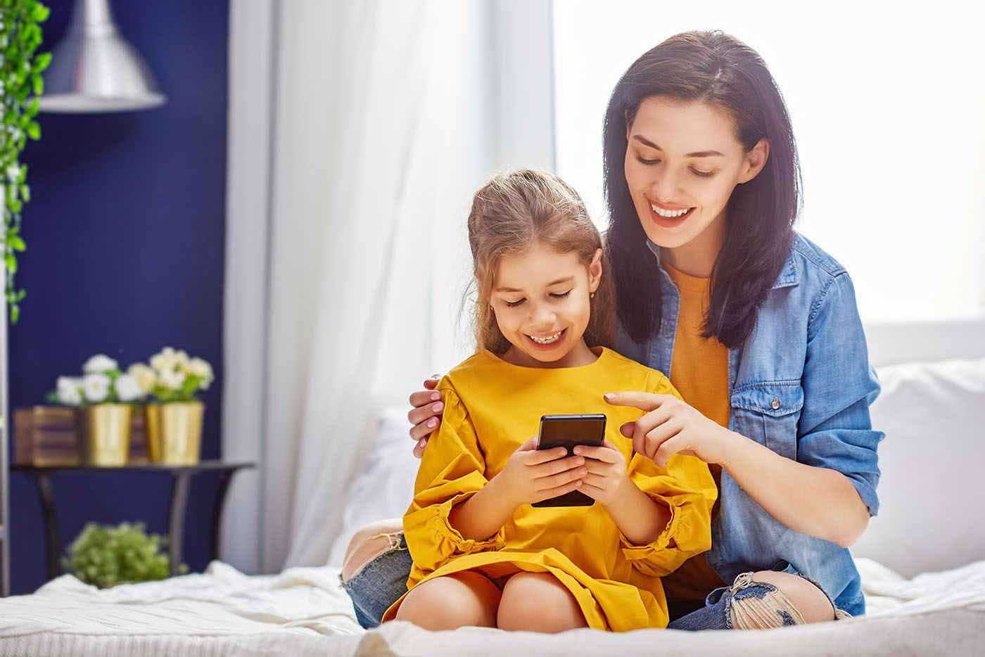 Statul pe telefon nu scade abilitățile sociale ale copilului [studiu]