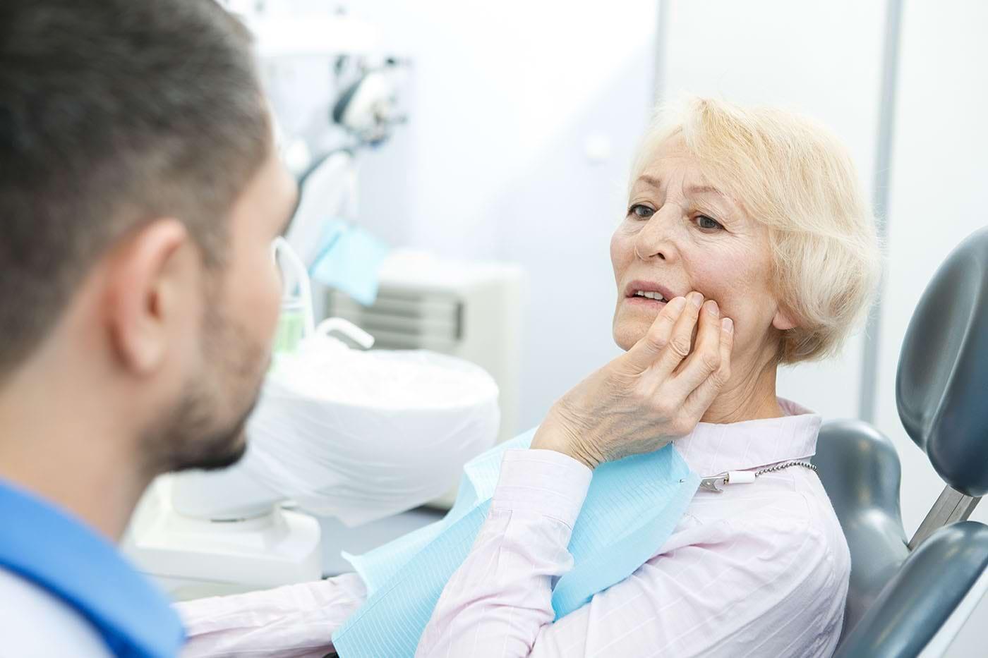 Aftele provocate de proteza dentară: cum le gestionezi