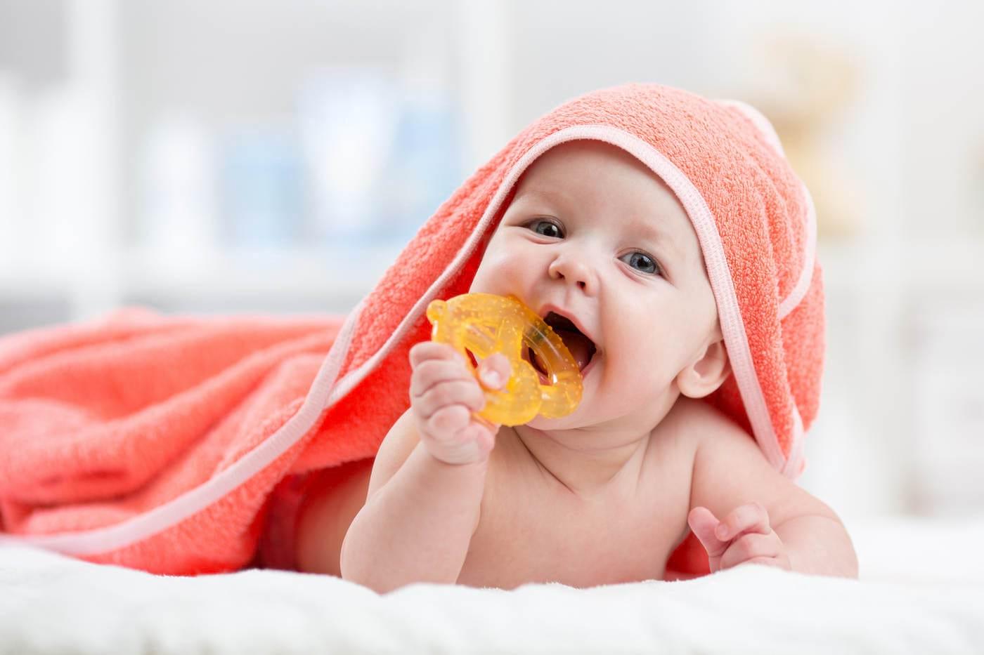 Îngrijirea primilor dinţi la bebeluşi