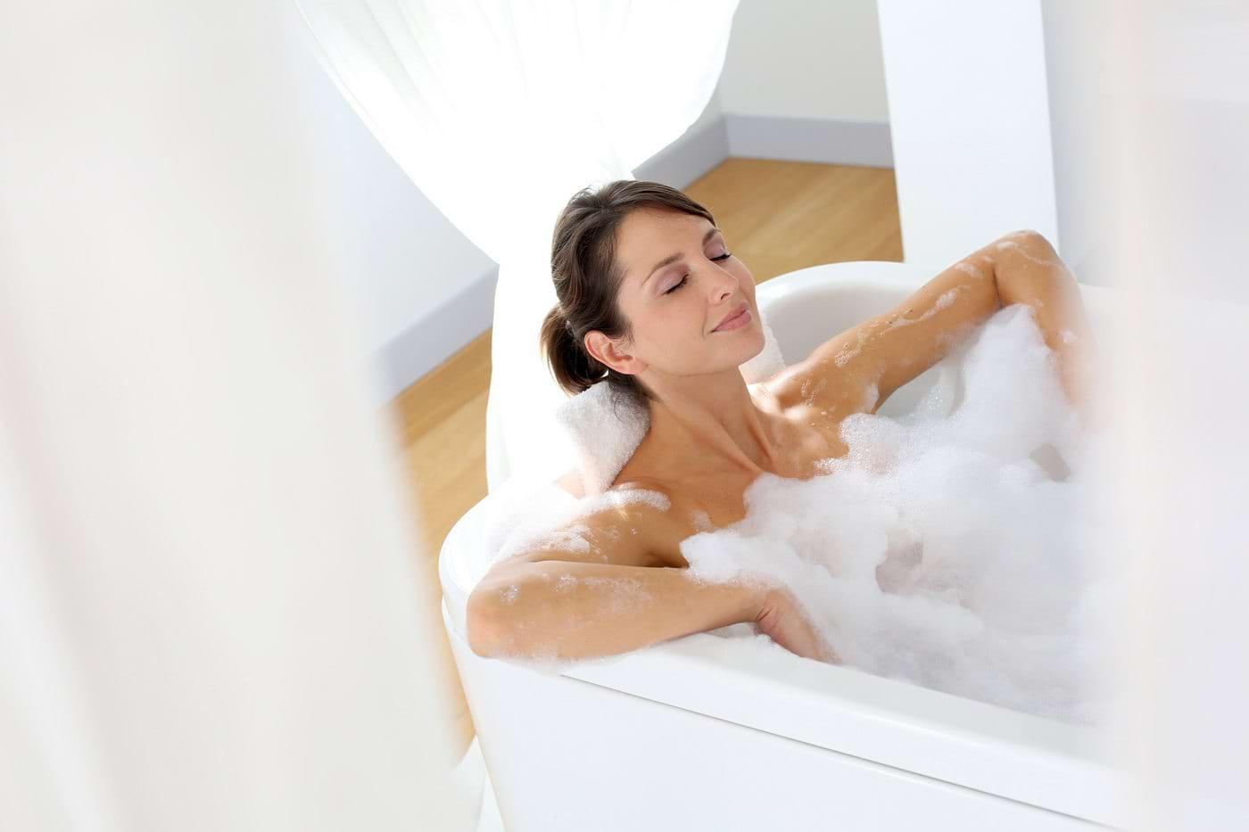 8 trucuri pentru o baie relaxantă