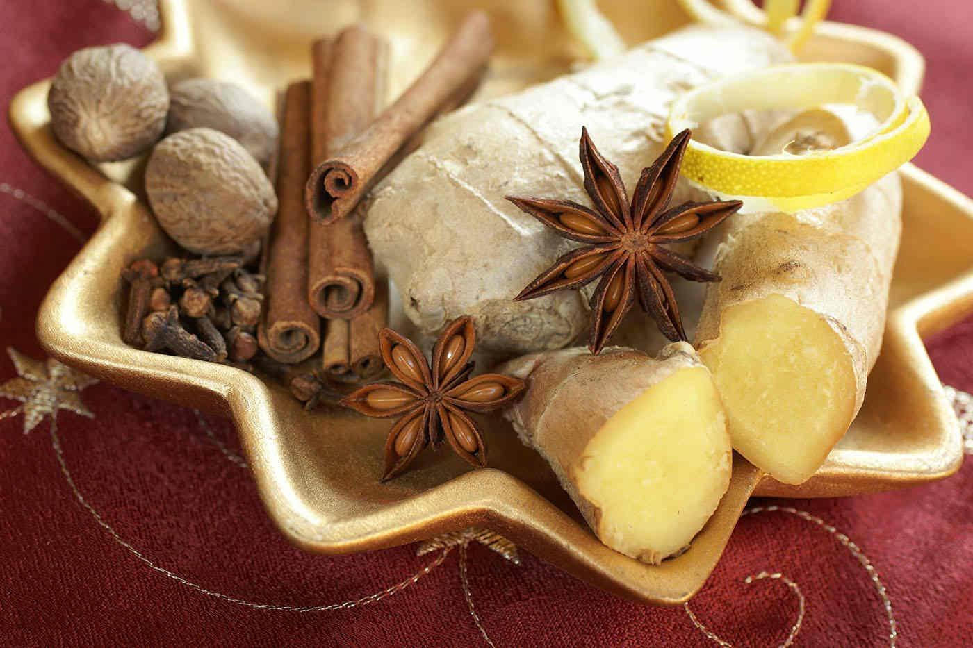 Crăciunul înseamnă scorțișoară, ghimbir și cuișoare. Ce beneficii au aceste condimente pentru sănătate?