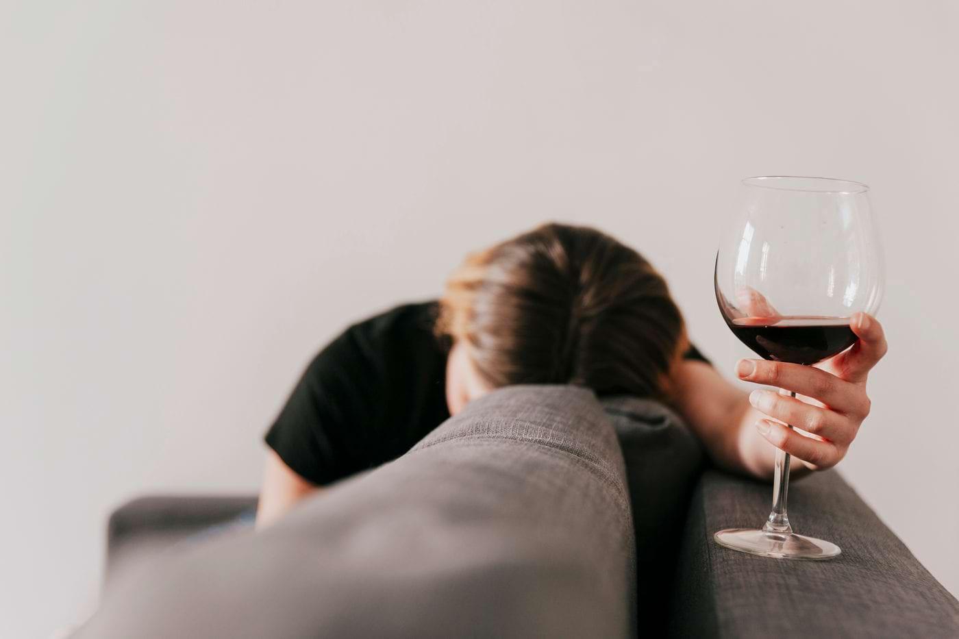 Dependența de sport crește riscul de alcoolism [studiu]
