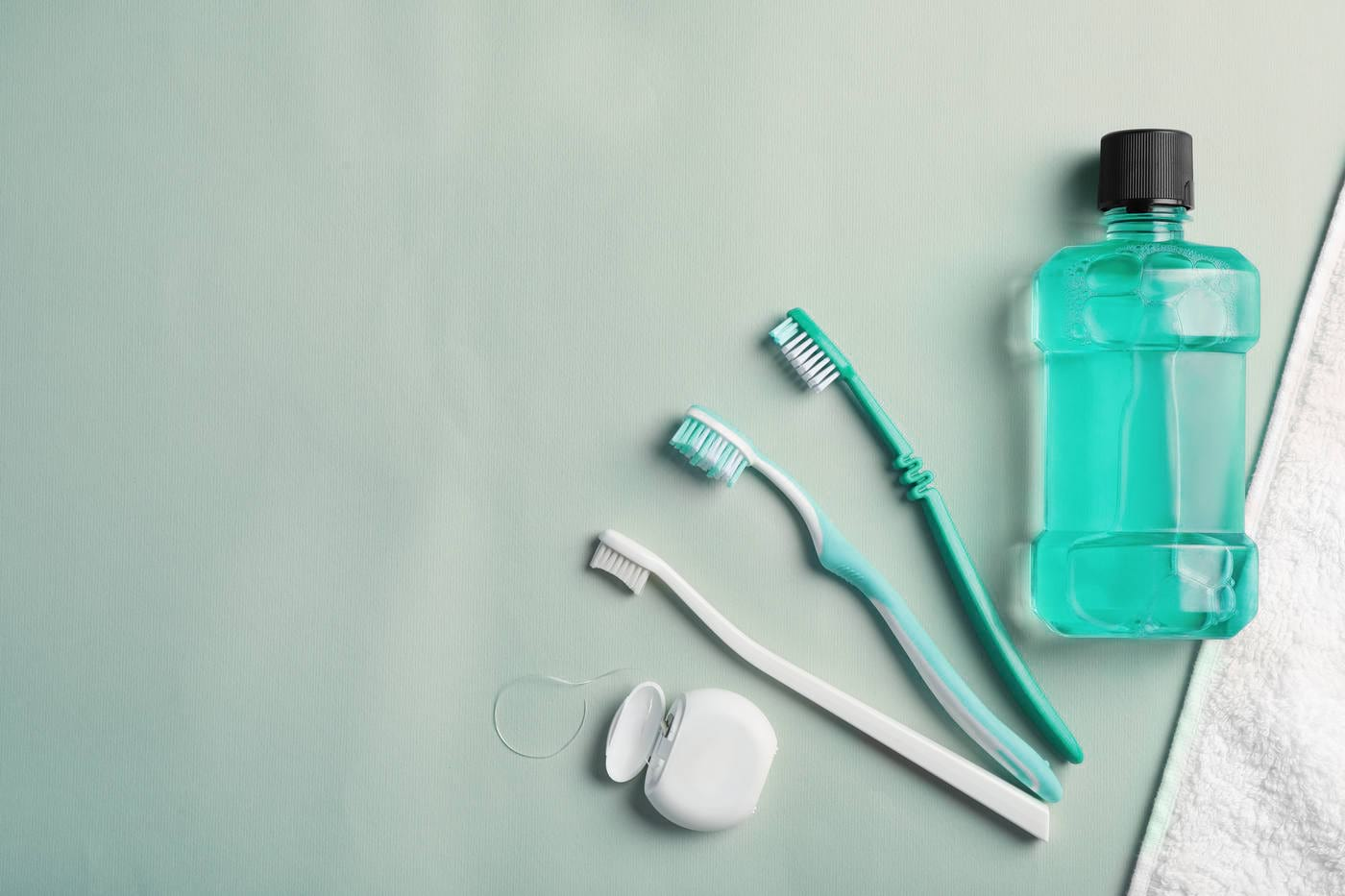 Cum alegi ața dentară și apa de gură