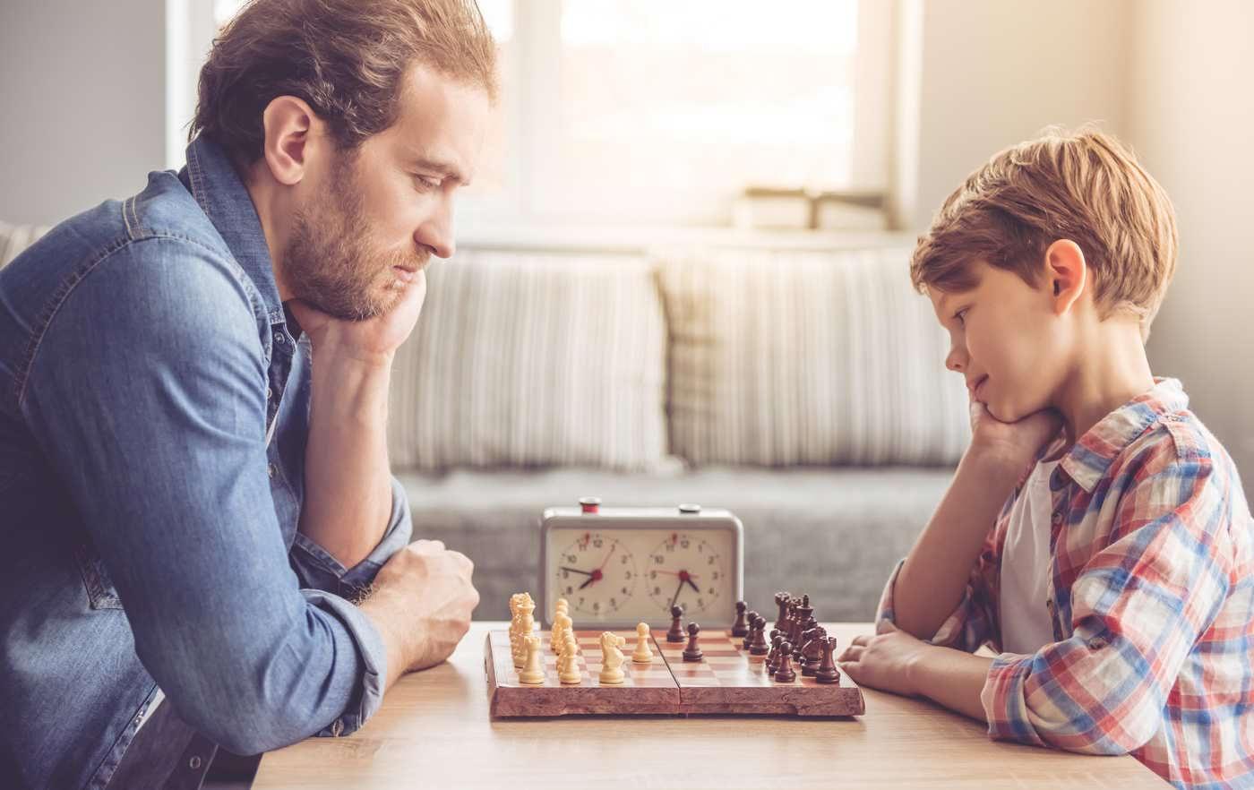 Șahul, o activitate pentru întreaga familie - ce beneficii are