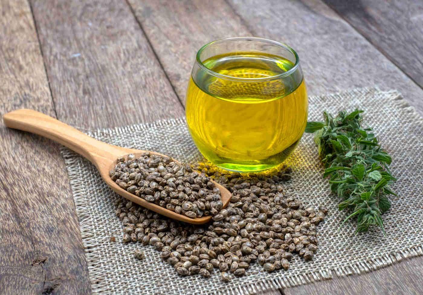 Uleiul de cânepă - beneficii pentru piele și corp