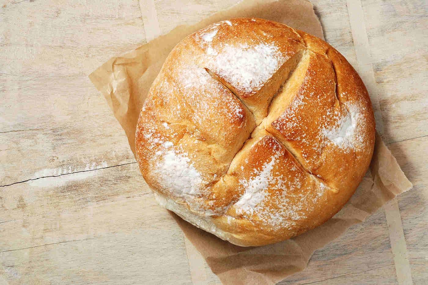 Pâine de casă cu fulgi de ceapă, dospită o zi