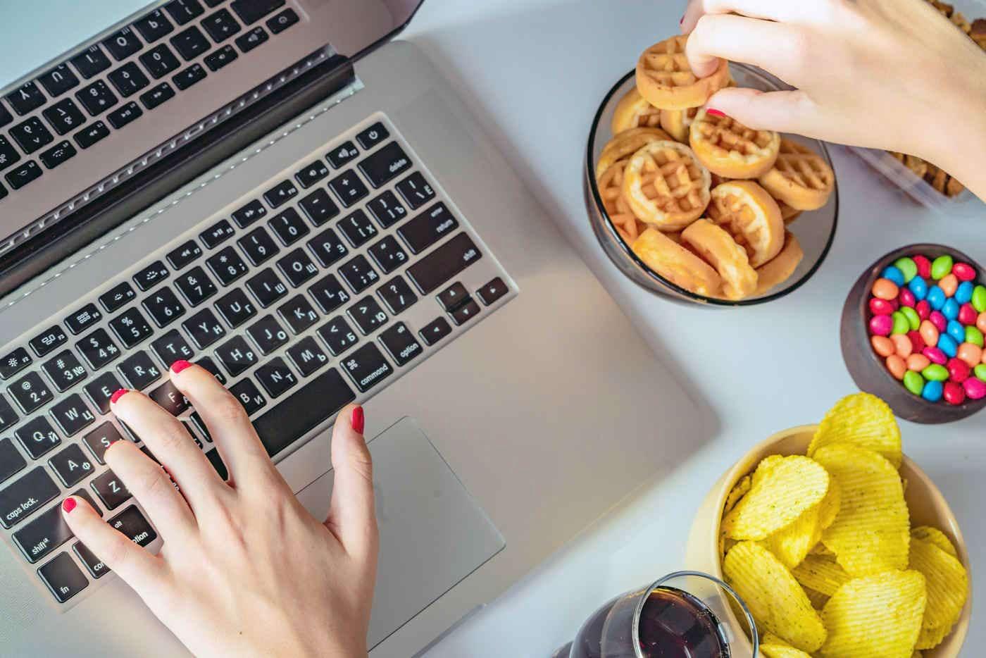 Mâncatul pe fond de stres: cum renunți la acest obicei