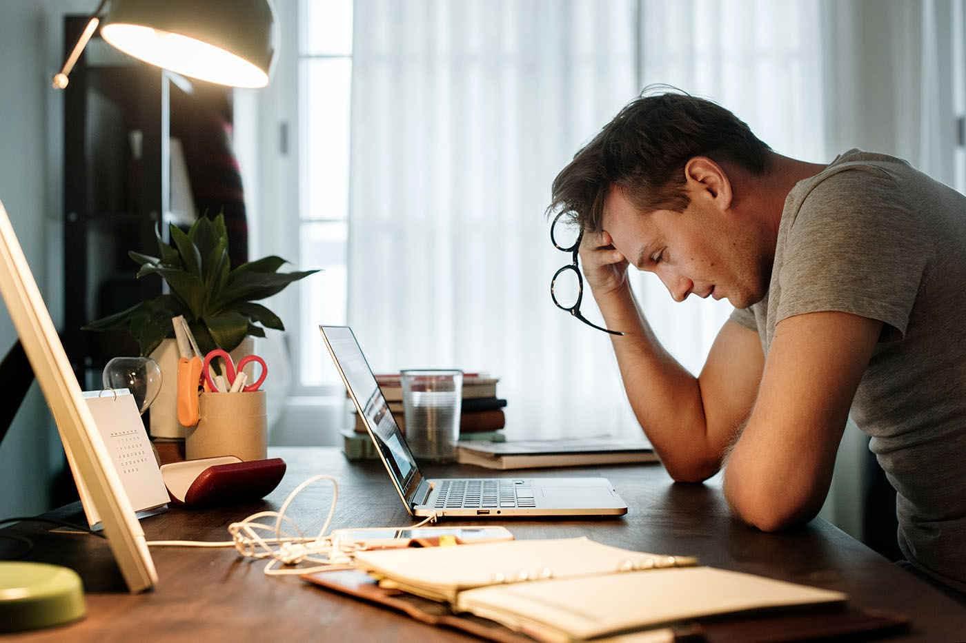 Cum să combați stresul după o concediere și să-ți găsești repede un job nou