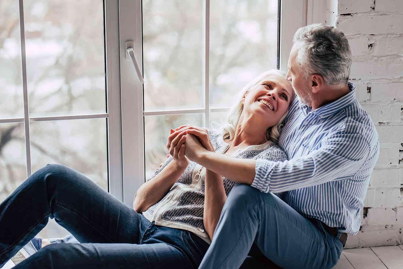 Îmbrățișările cresc rezistența căsniciei [studiu]