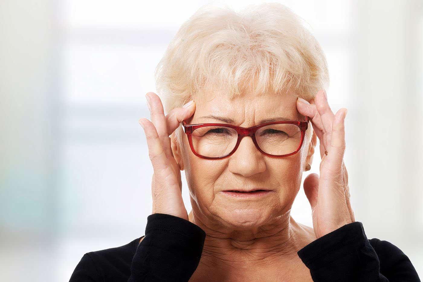 Problemele de vedere cresc riscul de demență la femei [studiu]