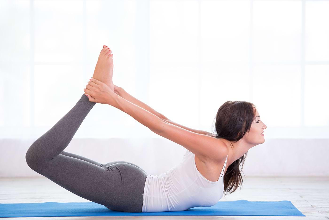 Ce posturi yoga poți încerca în rutina de dimineață
