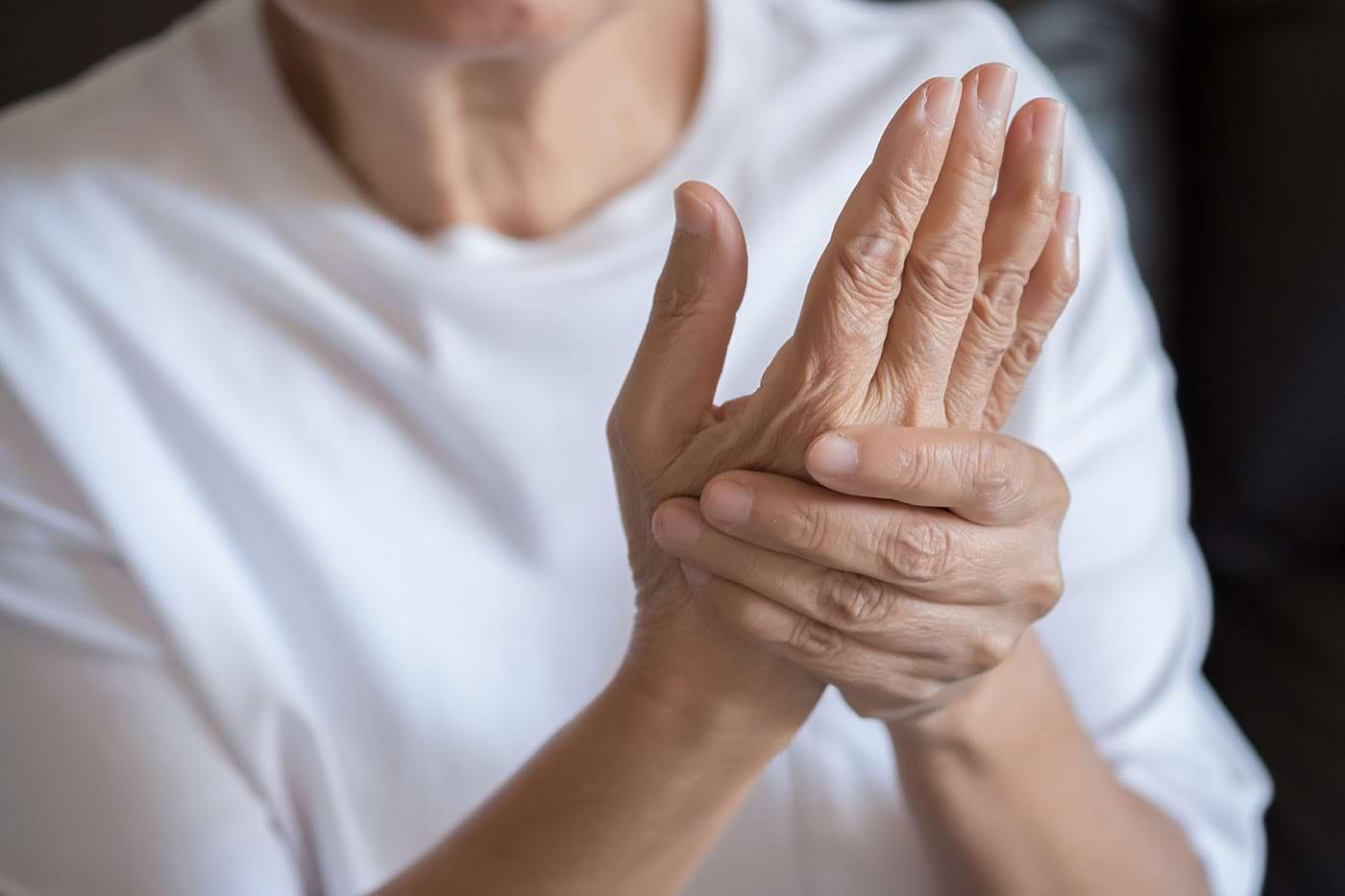 De ce dor incheieturile mainii - Tot ce trebuie sa stii - Dr Vladislav Gyebnar