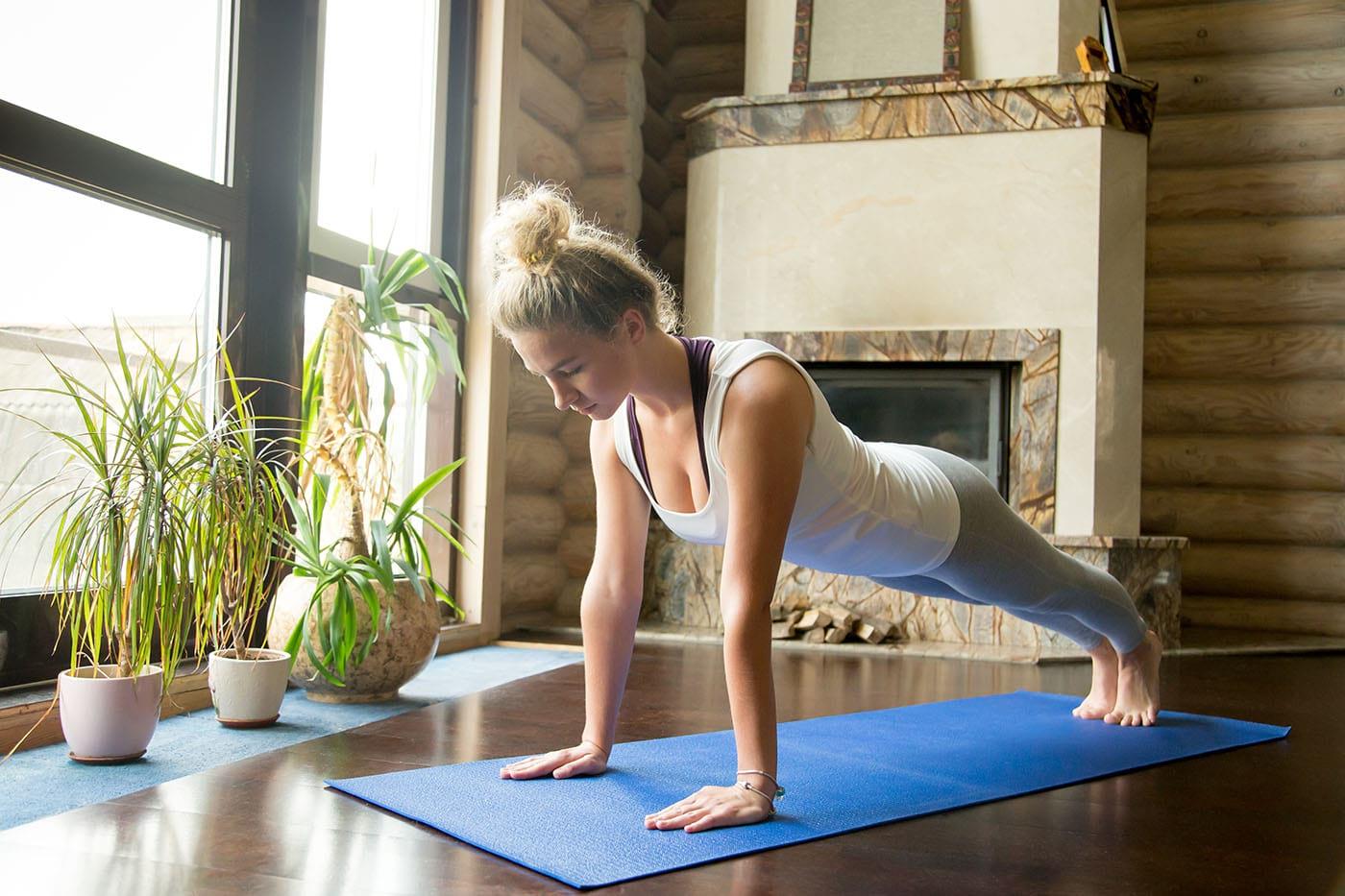 5 exerciții fizice pe care le poți face fără să ieși din casă