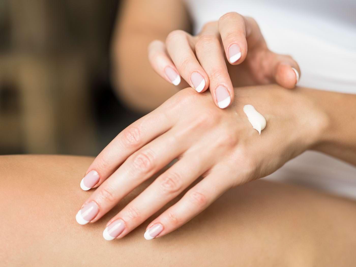 Cum protejezi pielea mâinilor de efectele dezinfectării frecvente