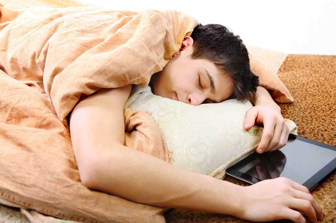 Somnul îi ajută pe adolescenți să facă față mai ușor stresului social [studiu]