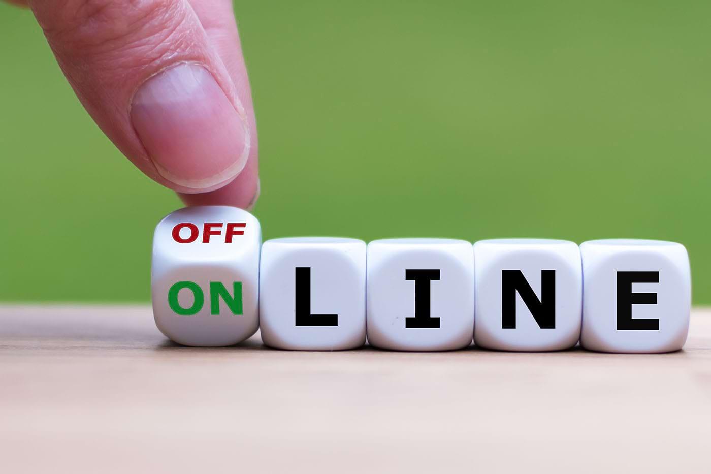 """Starea """"online"""" pe rețelele de socializare: cum ne influențează comportamentul"""