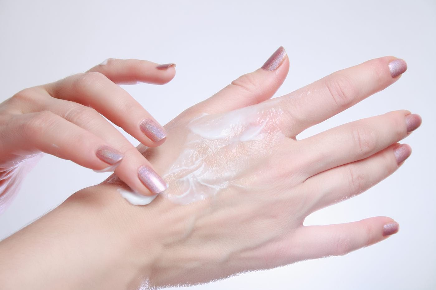 Ingrediente eficiente pentru hidratarea pielii uscate a mâinilor