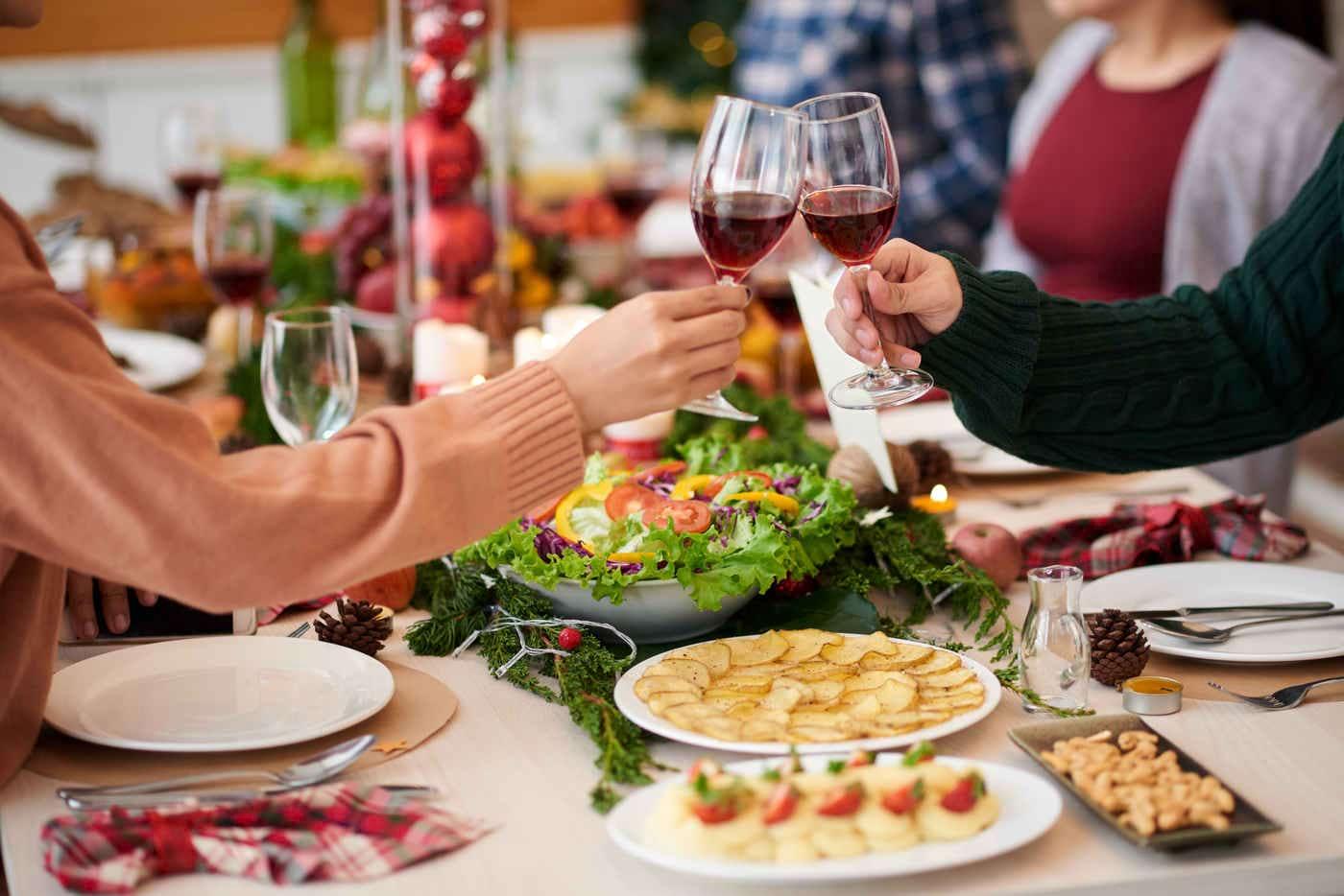 Cum îți protejezi organismul de excesul de grăsimi în preajma sărbătorilor?