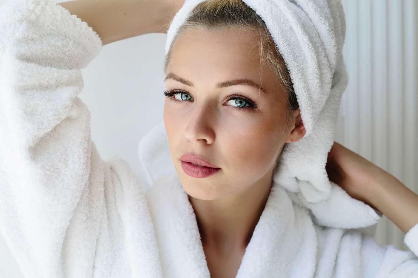 Măști naturale pentru părul gras, care hidratează fără să încarce