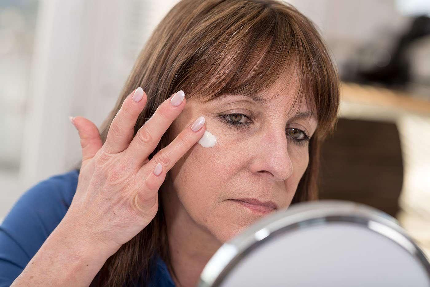 Cum îngrijești tenul și pielea după 50 de ani