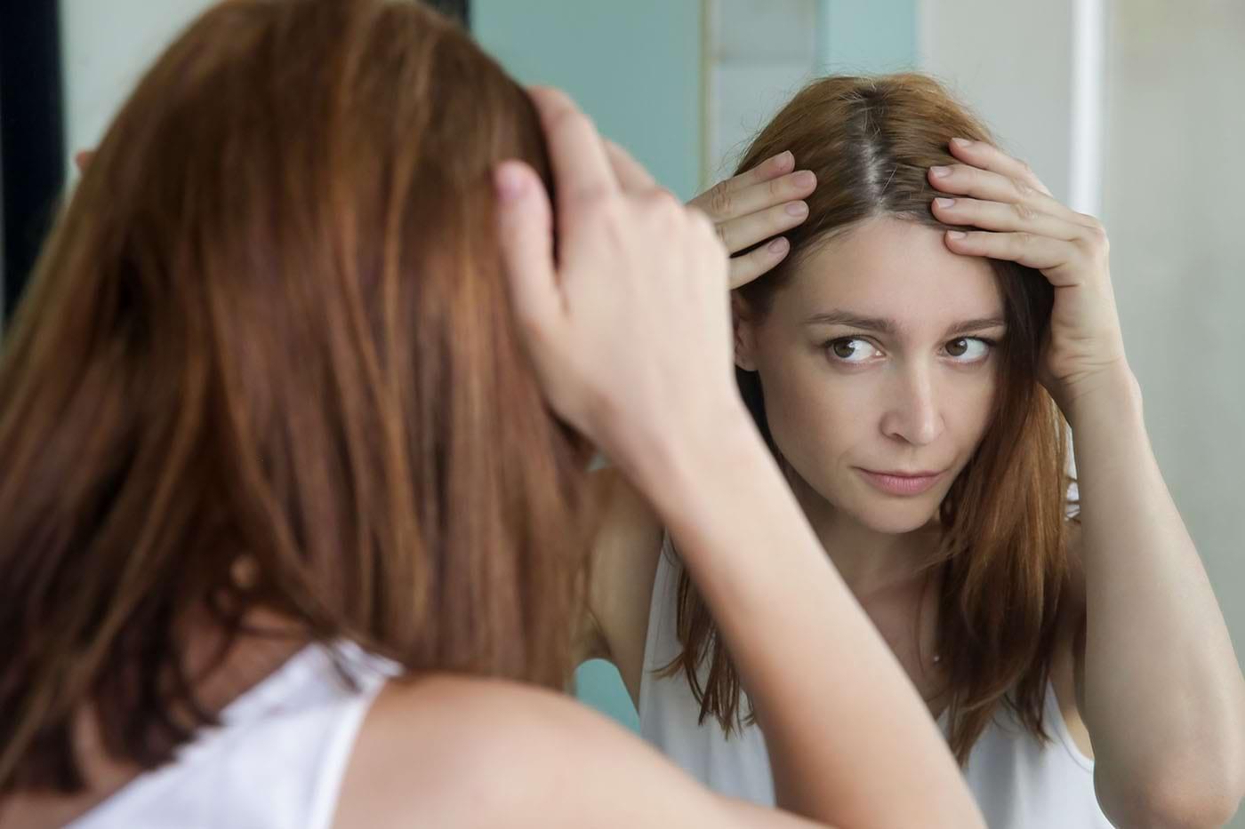 Semnele care pot să indice că ai un scalp sensibil